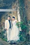 prewedding dengan gaun putih dan jas putih